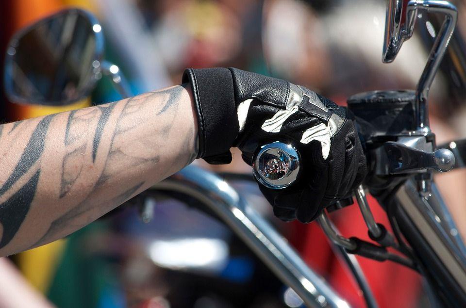 Jaki krój rękawic motocyklowych wybrać?